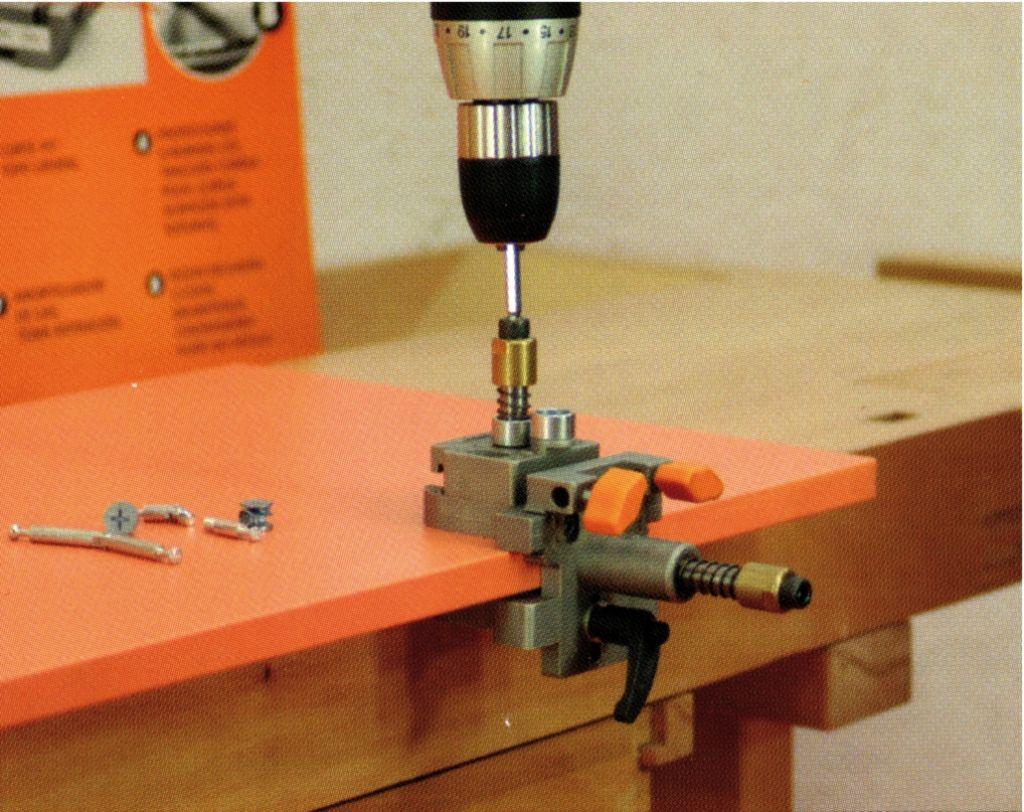 Assemblage gabarit de per age pour excentrique 15 mm for Ferrure d assemblage pour meubles