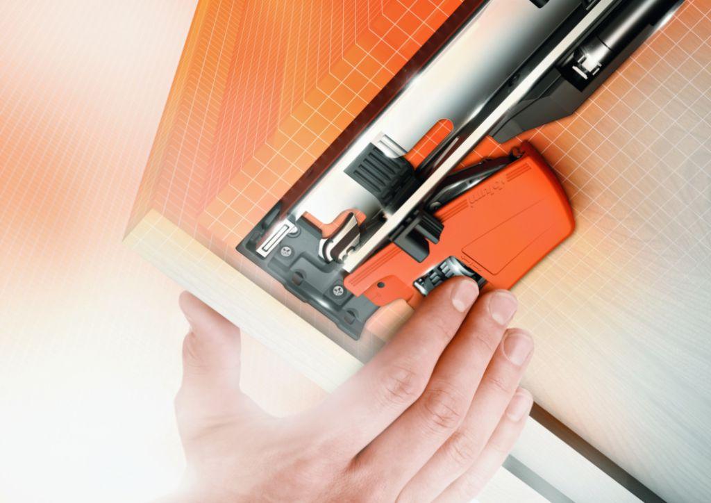 coulisse sortie totale tip on blumotion movento. Black Bedroom Furniture Sets. Home Design Ideas