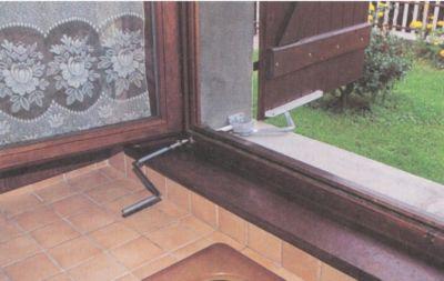 Ferrure de volets et portails fermeture boy for Ferrure porte de garage